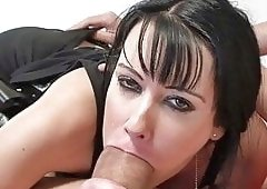 Moonchristine put a huge dildo inside her pussy 1