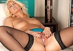 Alluring Blonde MILF Olivia Jayne Finger Her Muffi..