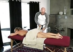 Tanned MILF Richelle Ryan turns relaxing massage into pleasant sex