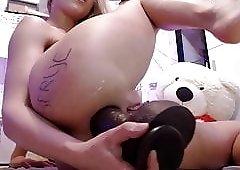 cam-slut destroys her asshole