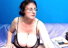 Granny strips off her underwear then masturbates and fucked her pussy