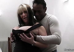 She finding her ebony spouse humping buxomy superslut