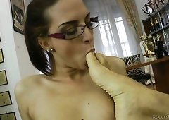 Fabulous white girl in glasses wants a hardcore sex on the couch