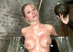 Pornstar sex video featuring Holly Heart and Isis Love