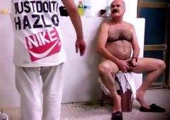 Spy pakistani daddy in public bath