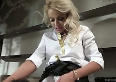 Ardent Hungarian beauty Amirah Adara comes to psychologist Rocco for wild deepthroat
