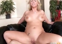 Fine-looking fair-haired maried lady Phoenix Marie featuring a hot foot fetish sex video