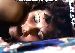 Slutty woman Linda Lovelace is doggy fucked by Harry Reems in retro porn clip