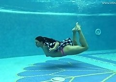 Lovely amateur gamine hottie is good at underwater solo show