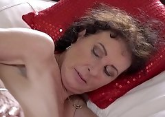 Cutie visits old and lusty granny to taste her vintage pussy