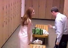 Naked stunner surprises a guy in the locker room